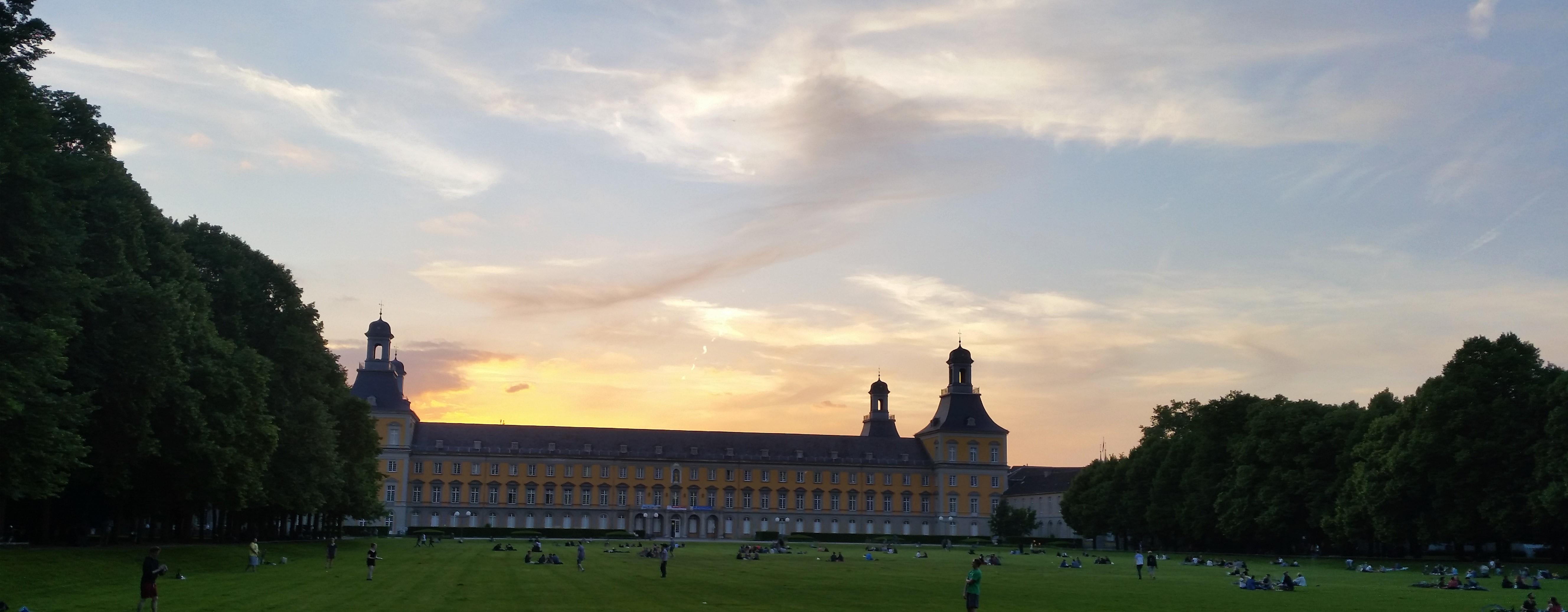 Das Hauptgebäude der Universität
